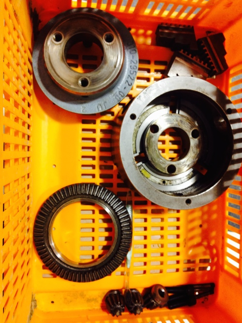 The disassembled lathe chuck