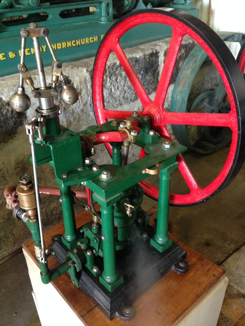 This oscillating single cylinder, double acting steam engine with very nice architectural details dates from 1862. It is probably the oldest working engine at the show
